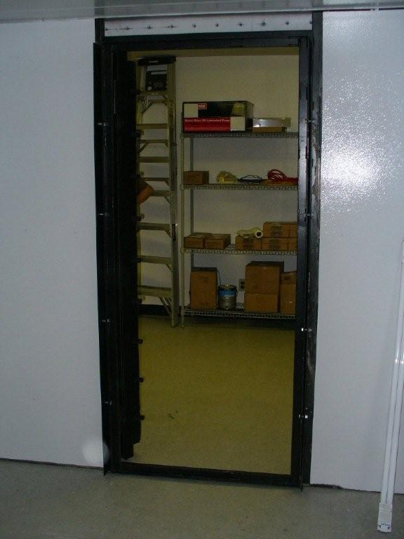 Modular vault gun vaults security vault evidence rooms for Walk in safe room