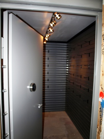 Safe rooms gun vaults modular vault security rooms safe for Custom home safes